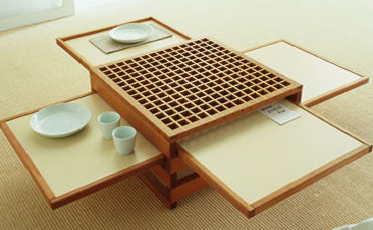 Expandable coffee table for small dining spaces